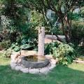 以前からある臼石を利用した水場